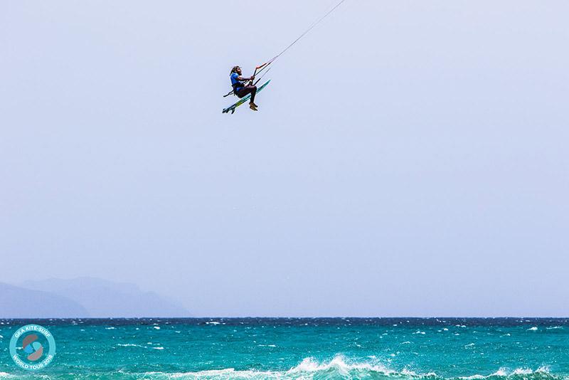 Airton Cozzolino big kite loop rodeo at Sotavento