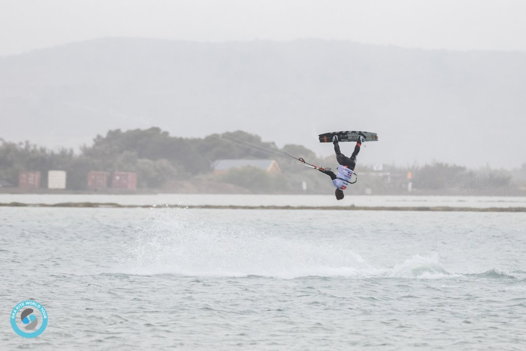 Tuesday Update - GKA Leucate - Wind Coming Round On the Lagoon
