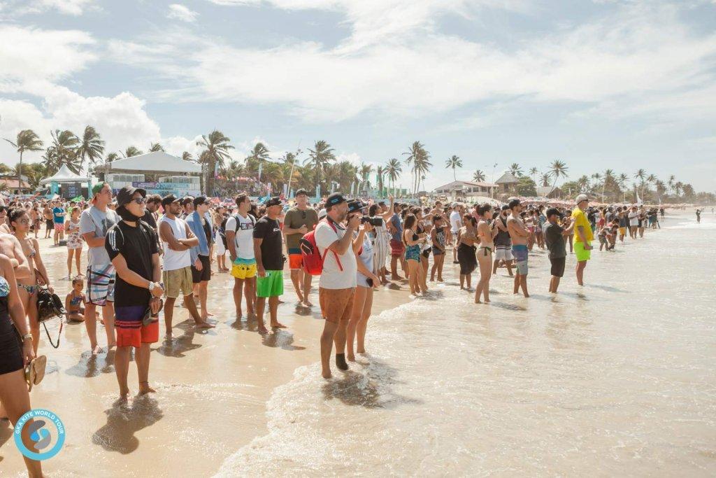 Crowds in Cumbuco
